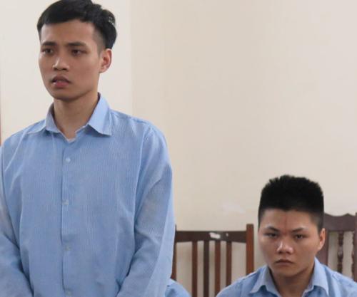 Hai trong số năm bị cáo tại phiên tòa sơ thẩm.