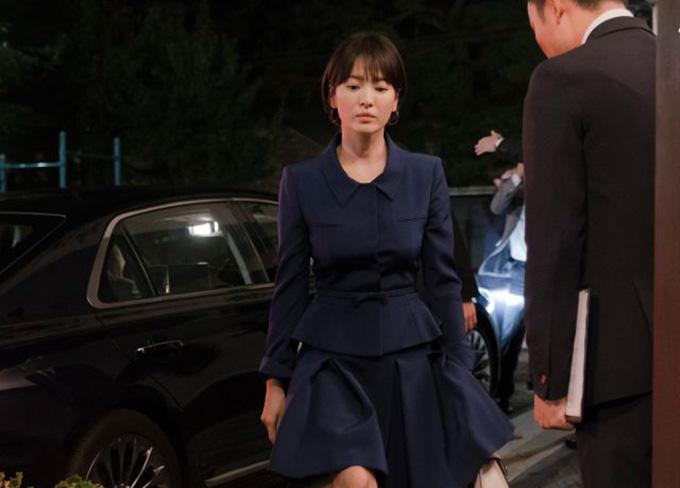 Tạo hình người phụ nữ quyền lực của Song Hye Kyo trong phim.