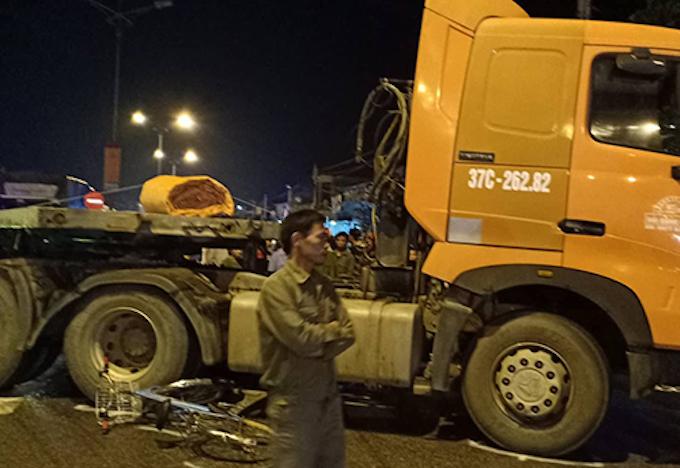 Hiện trường vụ tai nạn tại thị xã Hoàng Mai.
