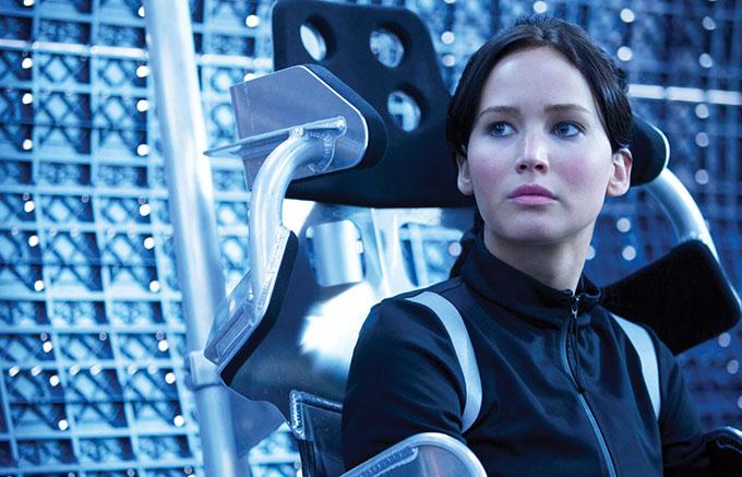 Năm 2013, Jennifer Lawrence từng hé lộ với báo Variety, cô đánh mất thính lực một bên tai trong vài tháng. Đó là hệ quả từ một tai nạn trong quá trình bấm máy phim The Hunger Games: Catching Fire.