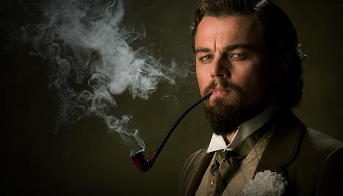 Trong phim Django Unchained, Leonardo DiCaprio có một cảnh phim đập mạnh tay xuống bàn. Không may, bàn tay anh va trúng chiếc ly thủy tinh. Chiếc ly vỡ và cứa một vết cắt khá sâu vào tay tài tử. Tuy nhiên, cảnh phim này được đạo diễn Quantin Tarantino giữ lại nguyên vẹn trong bản phim cuối cùng.