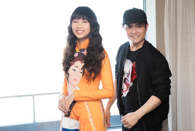 Ngọc Lan Vy sang Nhật hôm 8/11. Cô bé 13 tuổi được mời làm mẫu trình diễn thời trang tại sự kiệnkỷ niệm 45 năm thiết lậpquan hệ hữu nghị giữa hai nước Việt Nam và Nhật Bản.
