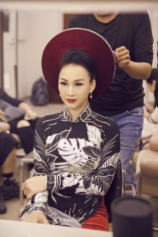Hoa hậu Paris Vũ được mời tham gia chương trình quảng bá Việt Nam tại Nhật Bản, kỷ niệm 45 năm thiết lập quan hệ ngoại giao giữa hai nước. Sự kiện diễn ra tại thành phố Osaka, do Bộ Ngoại giao và Tổng lãnh sự quán Việt Nam tại Nhật Bản, phối hợp với các đơn vị nước bạn tổ chức.