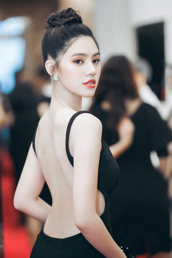 Jolie Nguyễn tiết lộ cô đang theo học một lớp đào tạo diễn xuất và làm MC.