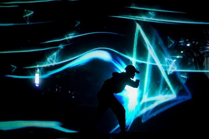 Bên cạnh tiết mục trình diễn hologram được dàn dựng công phu, Vũ Cát Tường sẽ thể hiện 10 ca khúc mới trong album Stardom.