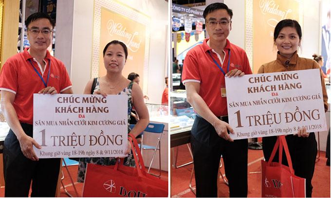 Quầy Wedding Land của DOJI đón hàng trăm lượt khách mỗi ngày bởi những mẫu nhẫn cưới đẹp và chương trình hấp dẫn: ưu đãi tới 20% cùng rất nhiều cơ hội trúng các phần quà giá trị. Chỉ còn 3 ngày (10, 11 và 12/11) để tới tham quan mua sắm và trở thành chủ nhân của các giải thưởng từ Trang sức DOJI tại Hội chợ Quốc tế Trang sức Việt Nam 2018, tại Nhà Thi đấu Phú Thọ, 221 Lý Thường Kiệt, quận 11, TP HCM.