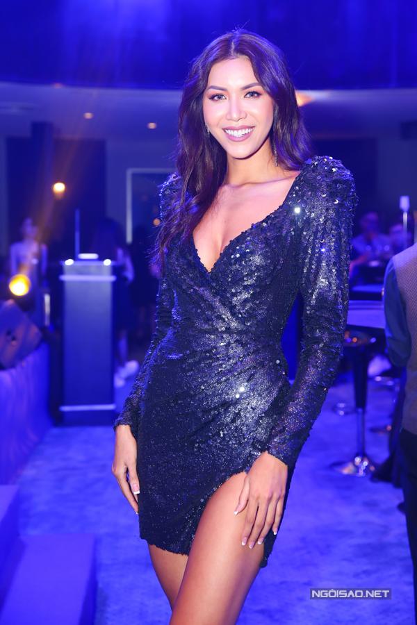 Minh Tú đang bận rộn chuẩn bị thi Miss Supranational 2018 nhưng vẫn tranh thủ chạy show.