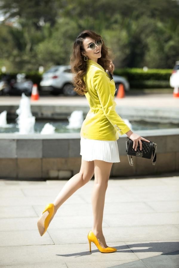 Chiếc túi Chanel Boy được Ngọc Diễm ưu ái sử dụng trong nhiều set đồ bởi tính ứng dụng cao.