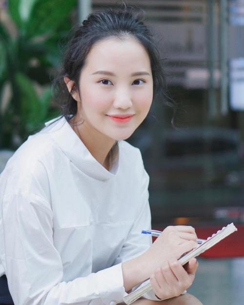 Primmy Trương- bạn gái thiếu gia Phan Thành mập lên trông thấy. Bức hình kỷ niệm ngày tăng kg và sắp đến sinh nhật 26 tuổi. Tuổi già ập đến và cân nặng cũng lên theo, người đẹp chia sẻ.