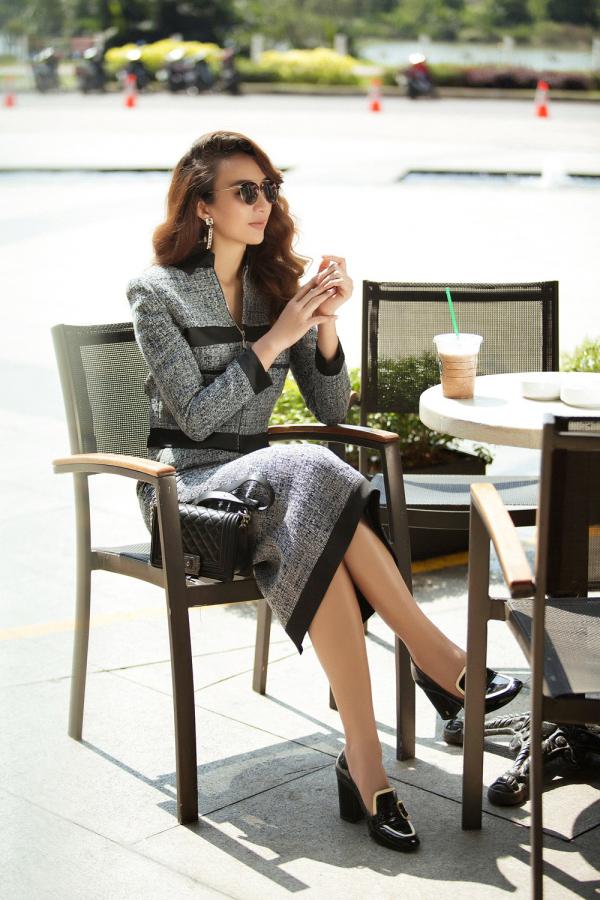 Hoa hậu Ngọc Diễm khắc họa hình ảnh quý cô thành đạt với set đồ vải tweed nền nã.