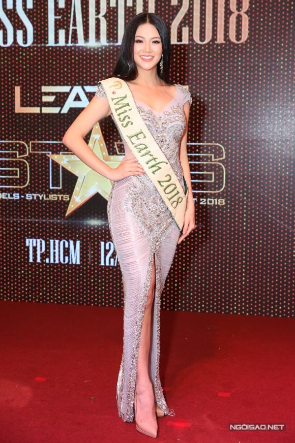 Phương Khánh xuất hiện thiếu vắng vương miện tại họp báo chiều 12/11.
