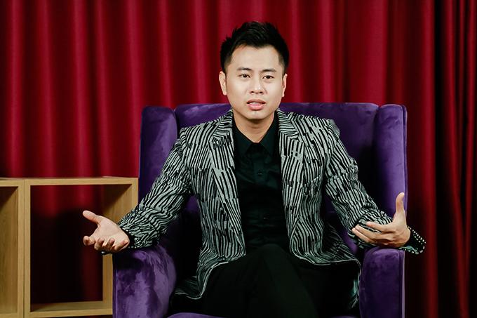 Dương Cầm sinh năm 1986, là tác giả của những ca khúc nổi tiếng như: Mong anh về, Biển và ánh trăng...