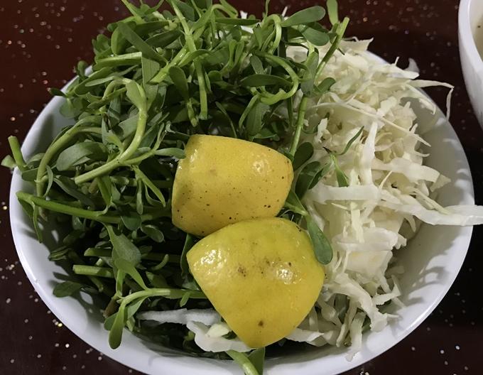 Bánh canh cá ăn với hành tây lạ miệng ở Sài Gòn - 1