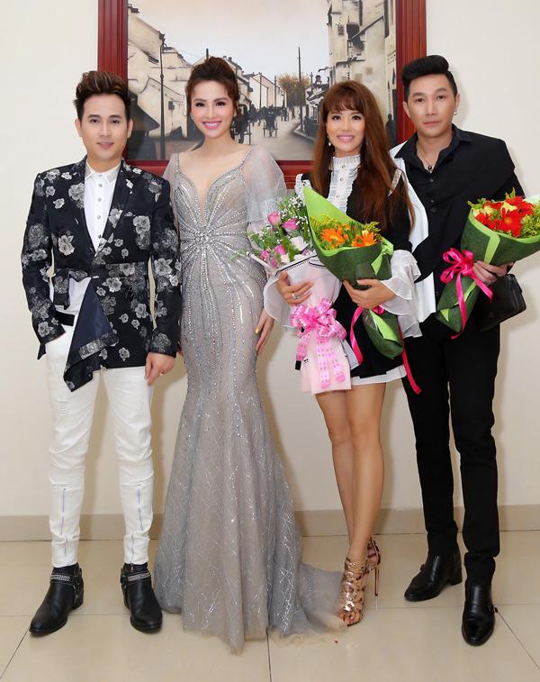 Ca sĩ Nguyên Vũ và người mẫu Nam Phong cũng tham gia cầm trịch Hoa hậu Thế giới Doanh nhân 2019 cùng Diễm Hương và Băng Châu. Giọng ca Phố kỷ niệm khẳng định sẽ chấm điểm công tâm, không vì tiền mà làm ảnh hưởng tới danh dự, uy tín của mình.