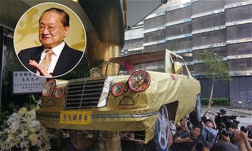 Người nhà đốt máy bay, ôtô vàng mã trong đám tang Kim Dung