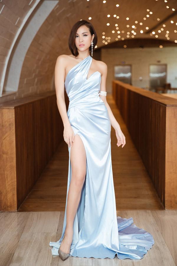 MC Phương Mai đọ dáng với Đỗ Mỹ Linh tại event - 1
