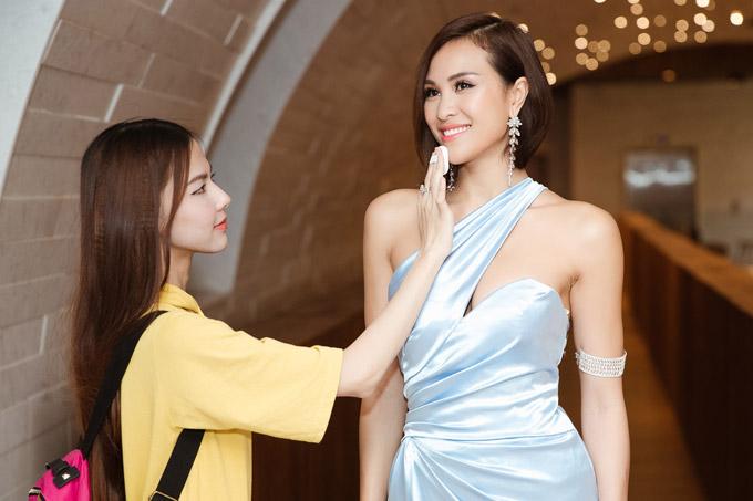 MC Phương Mai đọ dáng với Đỗ Mỹ Linh tại event - 2