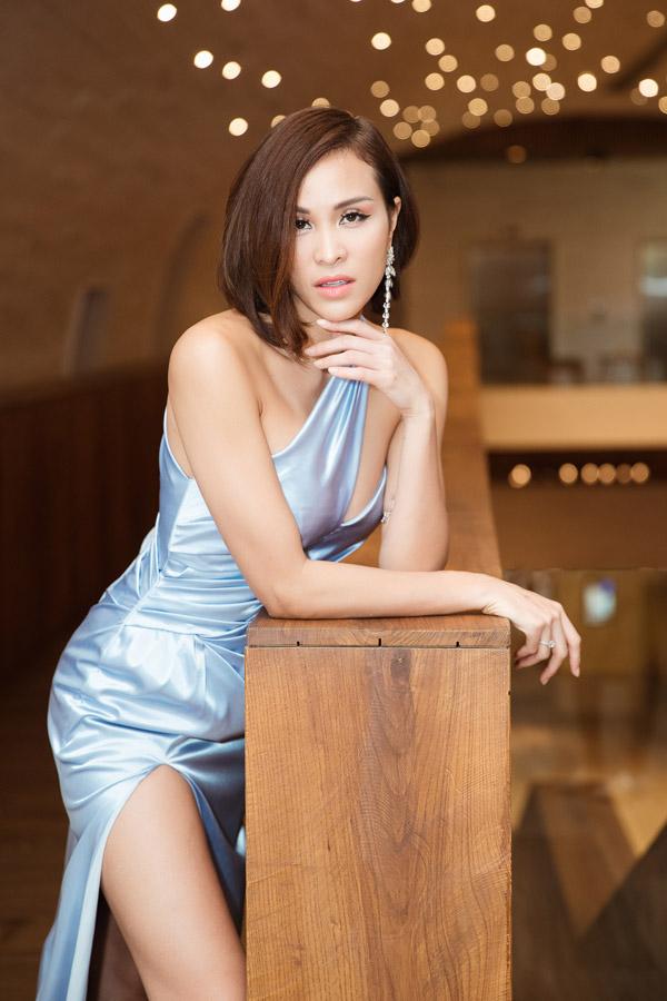 MC Phương Mai đọ dáng với Đỗ Mỹ Linh tại event - 3