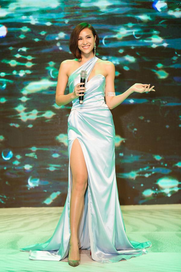 MC Phương Mai đọ dáng với Đỗ Mỹ Linh tại event - 4