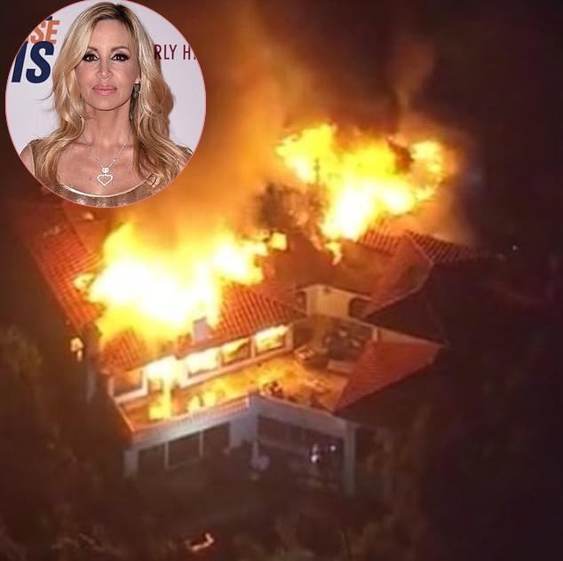 Biệt thự của Camille Grammer bị lửa bao phủ.