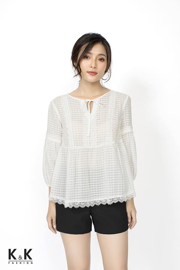 Set áo trắng tay dài ASM01-32; Giá: 290.000 VND + Quần short đen QCS01-01; Giá: 120.000 VND