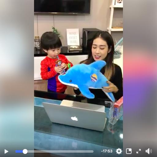Đoạn video livestream của Trang chia sẻ về bí quyếtgiúp bé Xoài uống sữa ngoanthu hút hơn 2.000 lượng tương tác trên trang cá nhân và ý kiến đồng tình từ các mẹ.