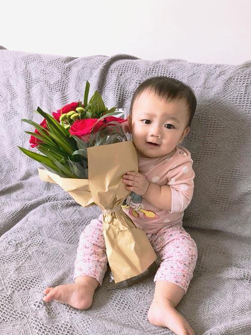 Con gái 11 tháng tuổi của Yến Trinhcó tên gọi ở nhà là Paris Ngôvì côbiết tin có bầu bé khi đang ở Pháp.