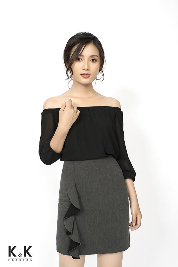 Set áo đen bẹt vai ASM01-34; Giá: 220.000 VND + Chân váy ôm CV01-13; Giá: 240.000 VND