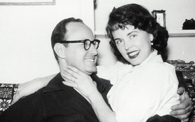 Vợ chồng Stan Lee và Joan Lee thời trẻ.