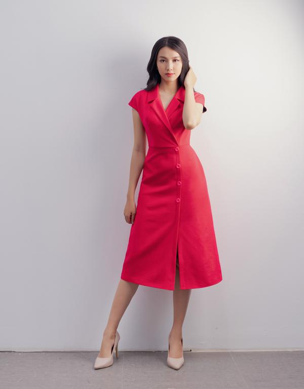 Về phom dáng, nhà mốt Việt vẫn giữa vững phong cách chủ đạo trong cách xây dựng vẻ đẹp thanh lịch cho người phụ nữ hiện đại.