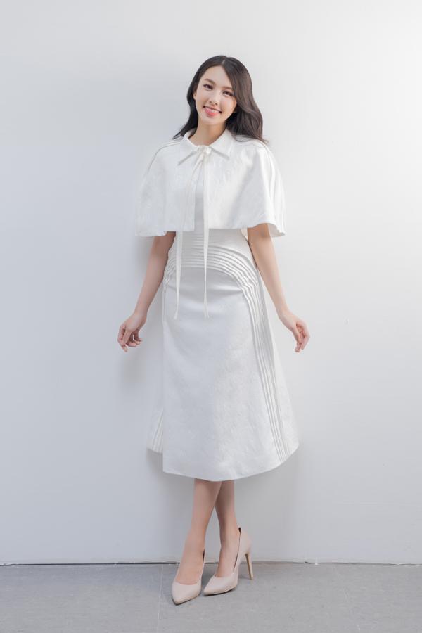 Đầm cocktail, váy liền thân, váy vest, váy cape... là loạt trang phục có thể sử dụng ở nhiều không gian khác nhau. Tất cả đều giúp phái đẹp thể hiện rõ tinh thần văn minh và lịch thiệp trong bất cứ bối cảnh nào.