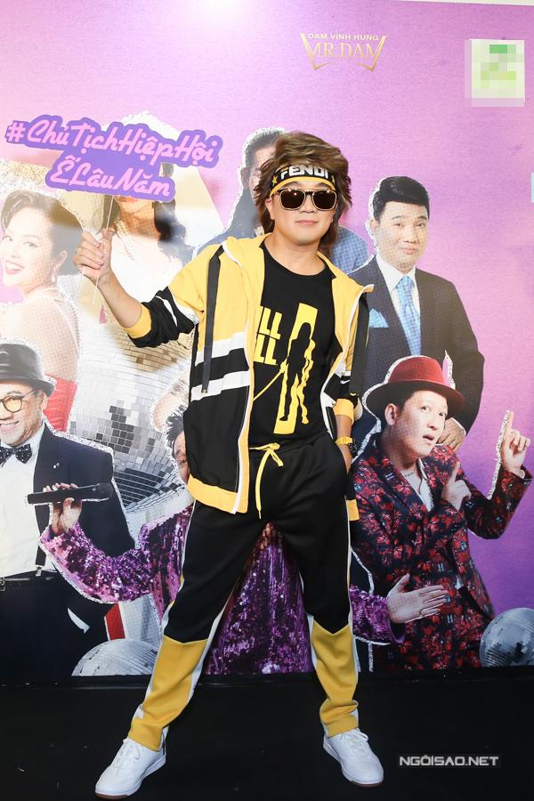 Đàm Vĩnh Hưng vừa tổ chức buổi ra mắt MV Một mình có sao đâu - sản phẩm thứ tư trong năm 2018 của anh.Nam ca sĩ mặc trang phục thể thao, để tóc kiểu thập niên 80 và tự nhận là Chủ tịch hiệp hội ế lâu năm.