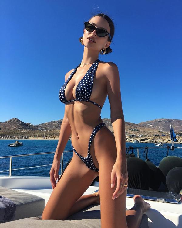 Loạt bikini mặc như không của người đẹp Gone Girl - 3