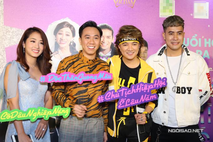 Ca sĩ Thu Hằng (váy xanh), diễn viên hài Anh Đức (thứ hai từ trái qua) và nhiều bạn bè tới chung vui với Mr Đàm.
