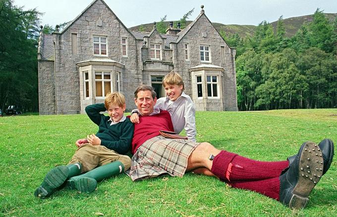 Thái tử Charles lần đầu công bố album gia đình