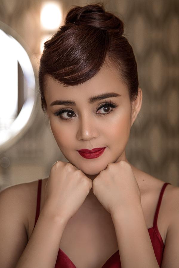 Bộ ảnh do chuyên gia trang điểm Sang Nguyễn hỗ trợ thực hiện.