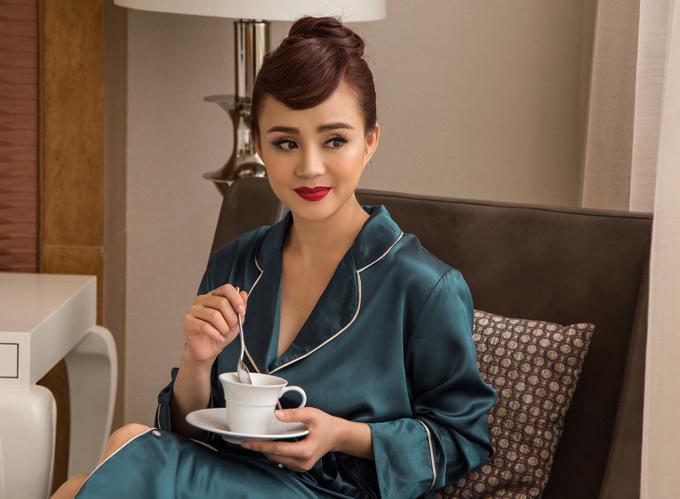 Vy Oanh mới ra mắt MV Đường tình chia hai được quay như một bộ phim điện ảnh hành động.