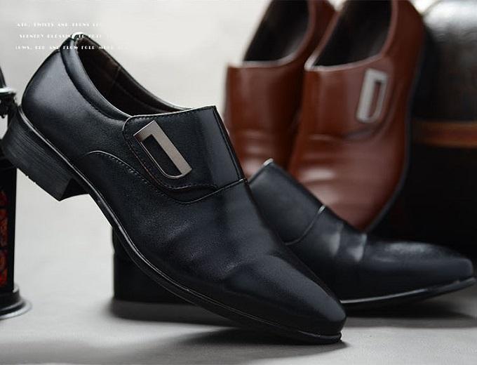 Giầy nam chỉ từ 175.000 đồng: Ngoài trang phục, giày là một trong những phụ kiện quan trọng của phái mạnh. Các sản phẩm đều tôn lên vẻ thanh lịch, nam tính khi kết hợp cùng trang phục cho nam giới.
