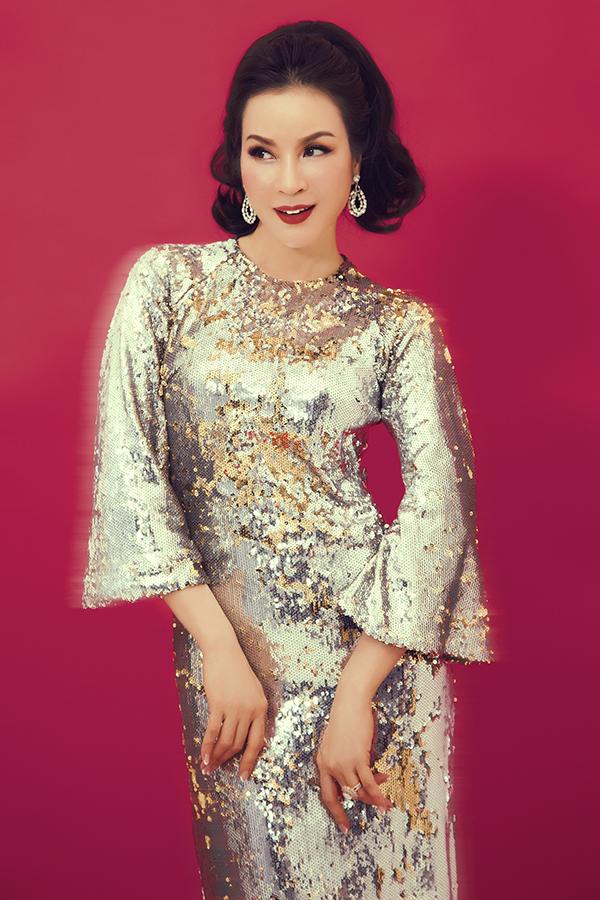 Song song với hoạt động kinh doanh trong lĩnh vực chăm sóc sắc đẹp cho phụ nữ, Thanh Mai là một trong những nghệ sĩ chịu khó đầu tư hình ảnh và không ngừng biến hoá trong việc xây dựng hình tượng.