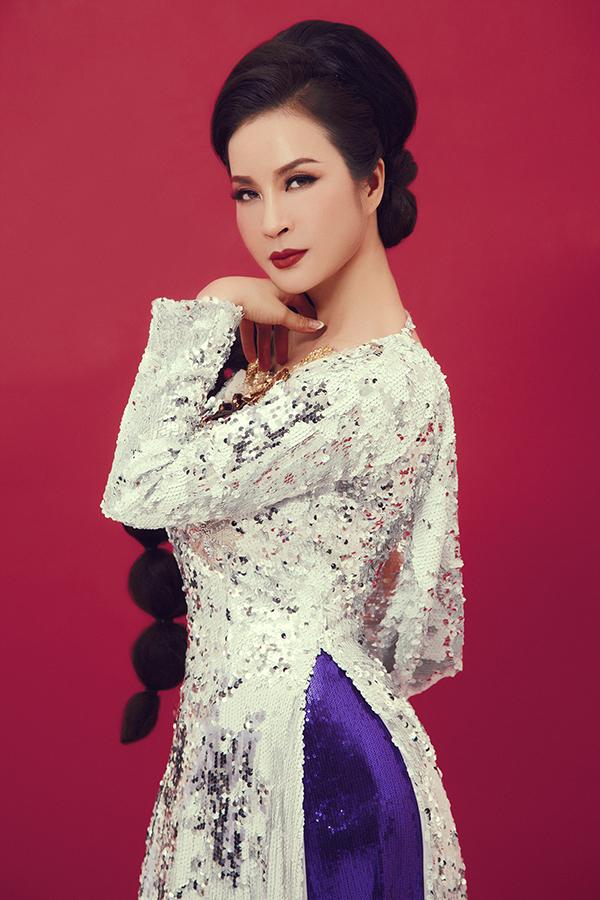 Để tránh sự nhàm chán và tạo dấu ấn sau đậm hơn, Thanh Mai liên tục được thay đổi 5 kiểu tóc từ quý phái, kiêu sa cho đến ấn tượng và cá tính.