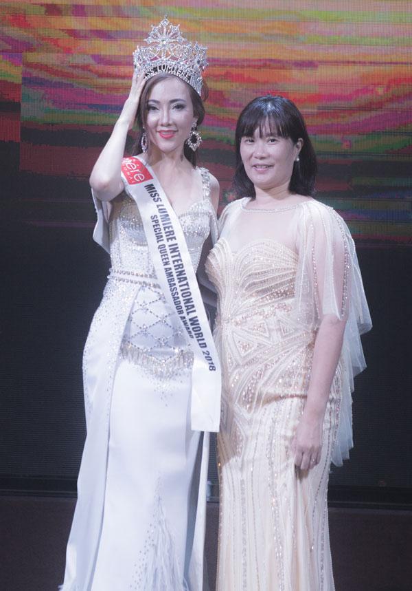 Đại diện Việt Nam gặt hái cơn mưa giải thưởng với vương miện Nữ hoàng dạ hội.