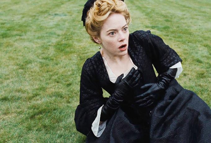 Emma Stone vào vai cô hầu gái Abigail trong phim.