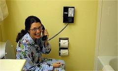 Vì sao khách sạn thường trang bị điện thoại trong nhà tắm
