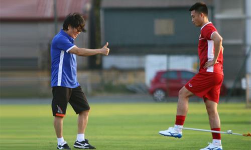 Tiền vệ Huy Hùng vẫn phải tập riêng