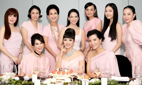 Dàn mỹ nhân diện váy hồng dự sinh nhật Giáng My