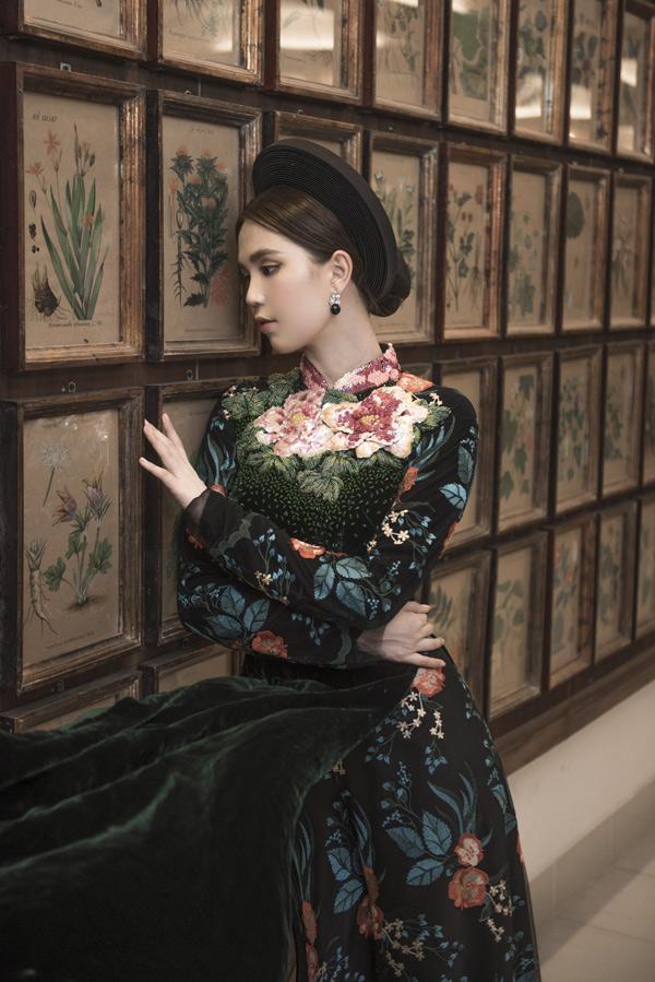 Ngày 21/4, Ngọc Trinh tái xuất, diễn catwalk giới thiệu sưu tập mới của Bảo Bảo tại Vietnam International Fashion Week 2018.