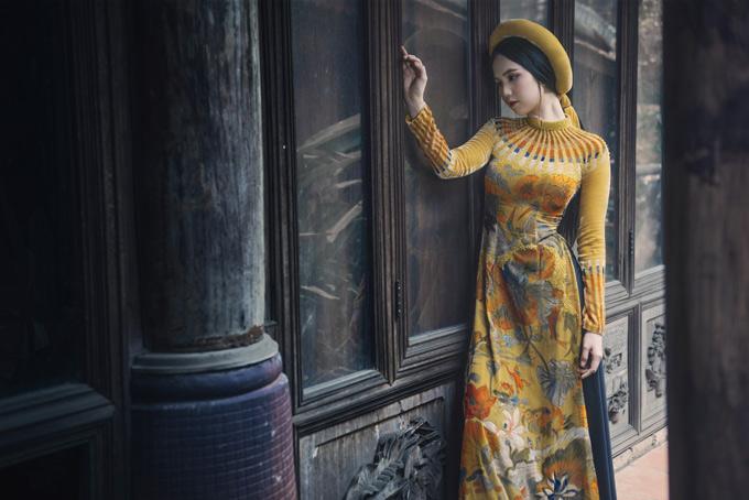 Nữ hoàng bikini làm nàng thơ, gợi cảm hứng cho nhà thiết kế Bảo Bảo sáng tạo nhữnghọa tiết mới cho tà áo dài, ngoài hình ảnh gạch bông đã quen thuộc, được nhiều người yêu thích.