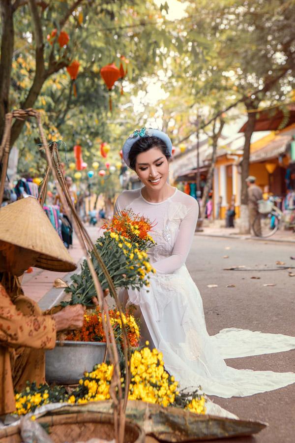 Nguyễn Hồng Nhung khoe nhan sắc gái hai con với áo dài - 1