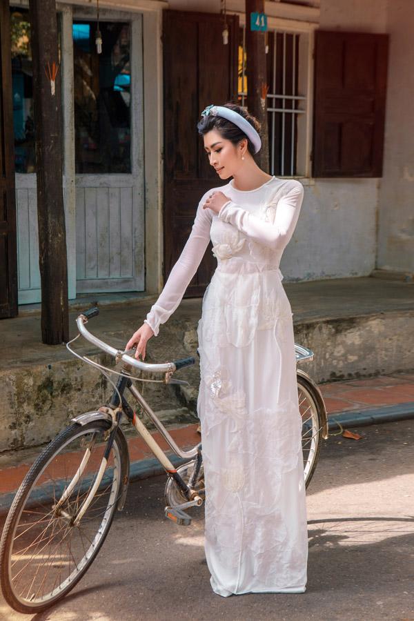 Nguyễn Hồng Nhung khoe nhan sắc gái hai con với áo dài - 2