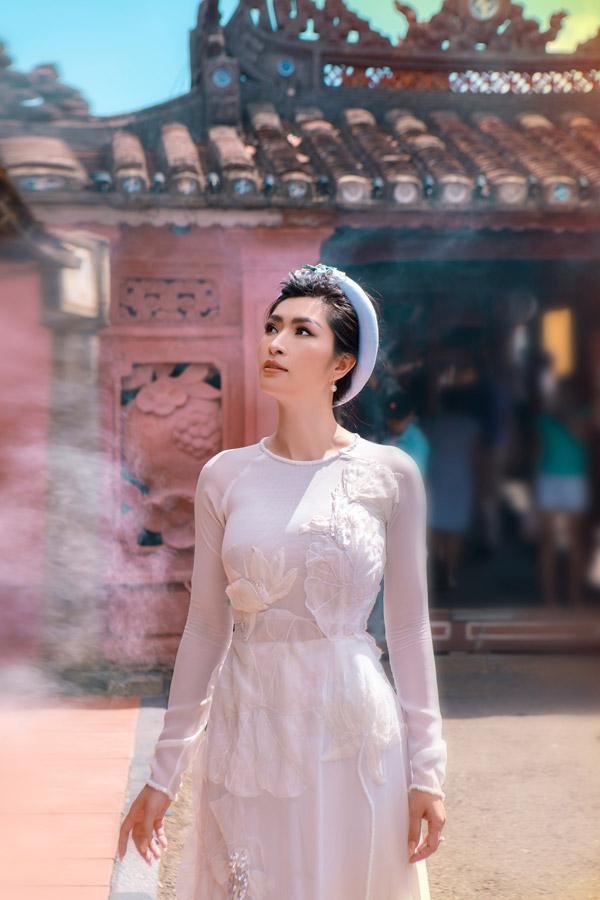 Nguyễn Hồng Nhung khoe nhan sắc gái hai con với áo dài - 3